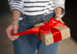 The Unexpected Gift Shopper: How to Reach Global Consumers During Peak Season